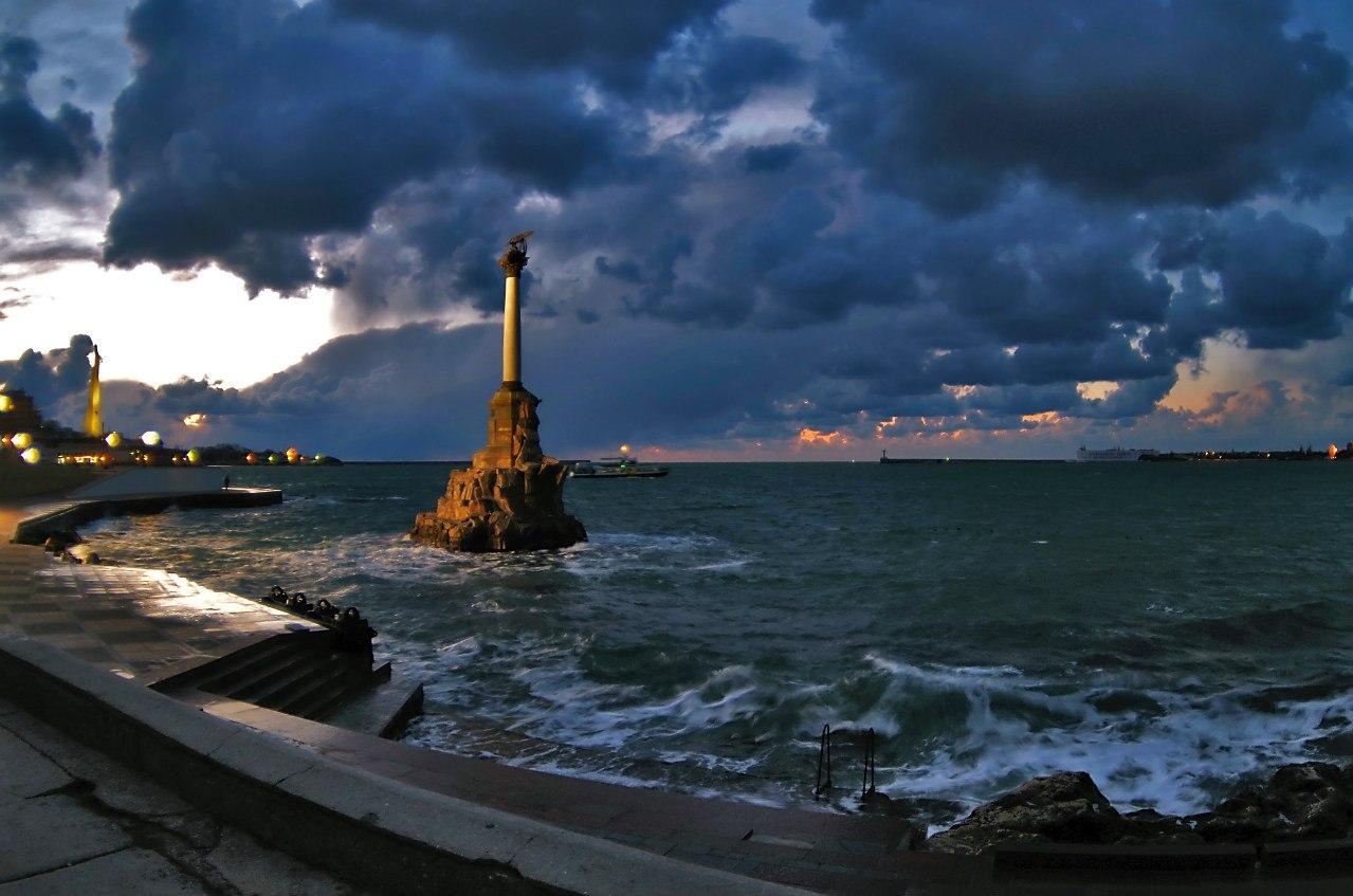 Вечерний Севастополь. Фото: Алексей Хныкин