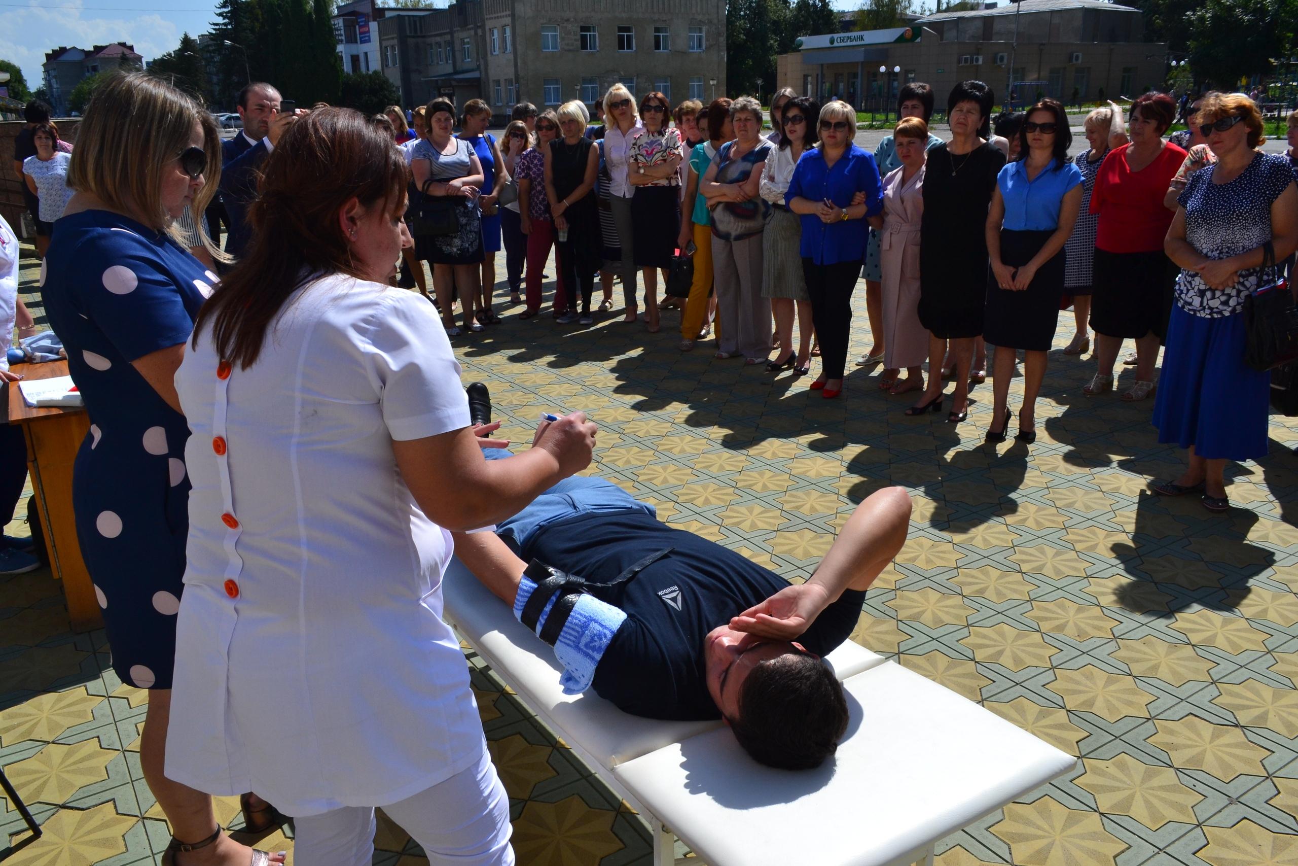 Жителям Зеленчукской рассказали о том, как необходимо оказывать первую доврачебную помощь