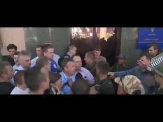 Киев. Активисты Майдана штурмовали здание Госпогранслужбы | 12 июня Сегодня Новости
