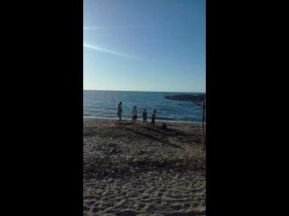 море, музыка и беззаботные детки