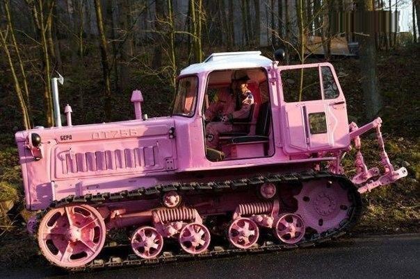 Гламурный гусеничный трактор :)