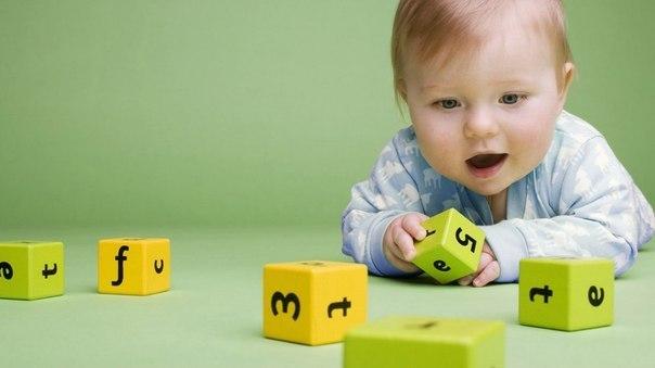 Полезные советы, маленькие родительские хитрости, развивающие стихи и песни для малышей от 0 до 3 лет.