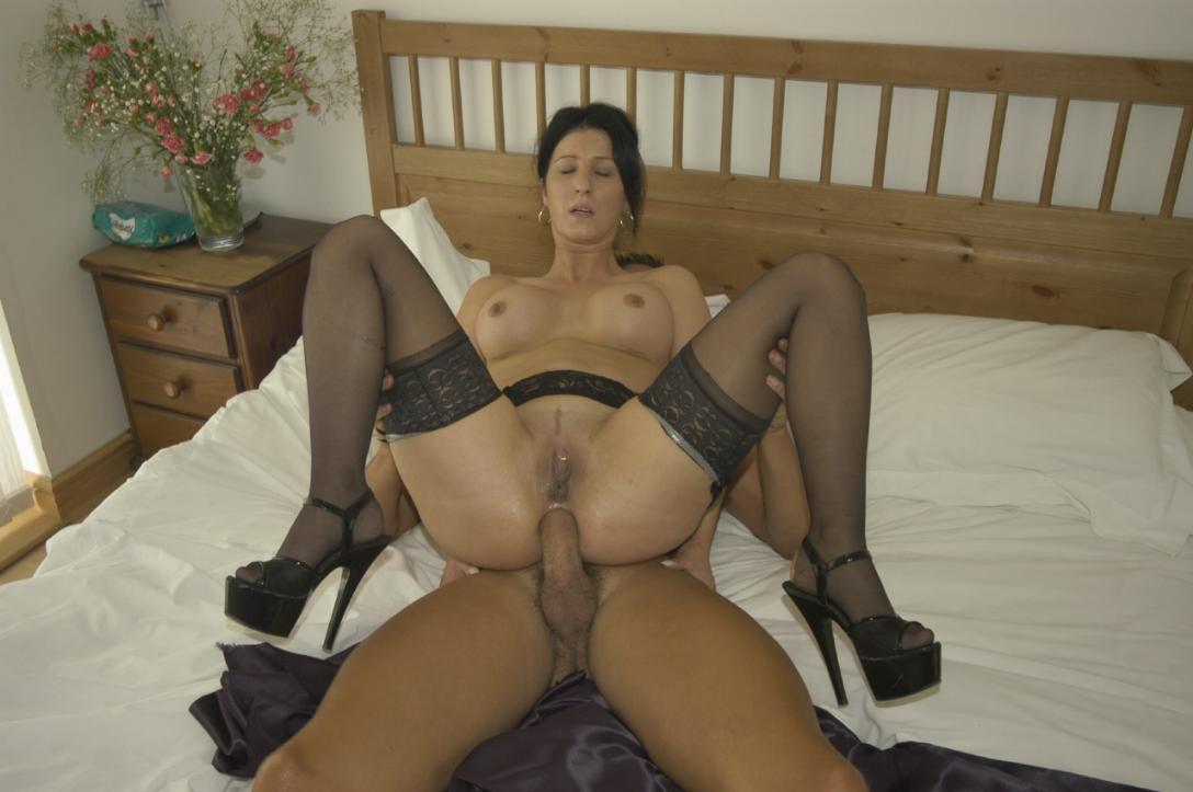 Фото порно милфы секси в чулках 26 фотография
