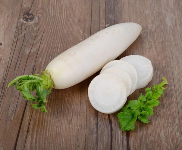 Дайкон: японский гарант густых волос. Дайкон это овощ, пришедший к нам из Японии. Дословно переводится как редька-редис. Он и в самом деле по вкусу напоминает неострую редиску. Очень полезный