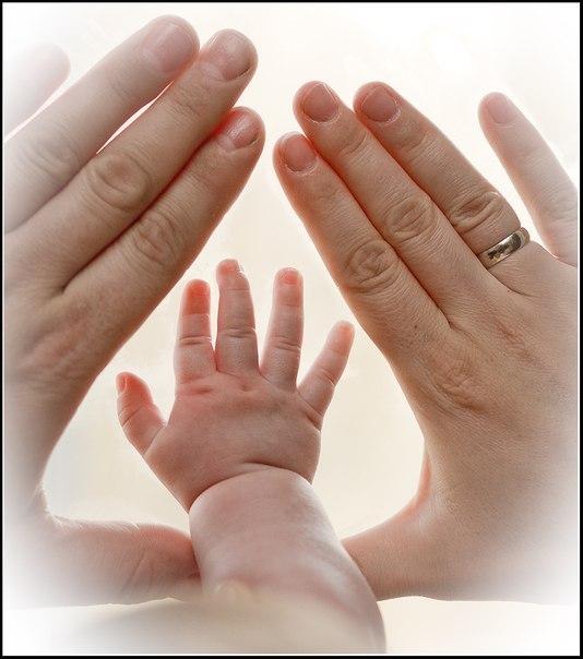 Главное в жизни - это семья. Карьера - не ждет тебя дома, деньги - не вытрут слезы, а слава - не обнимет ночью...