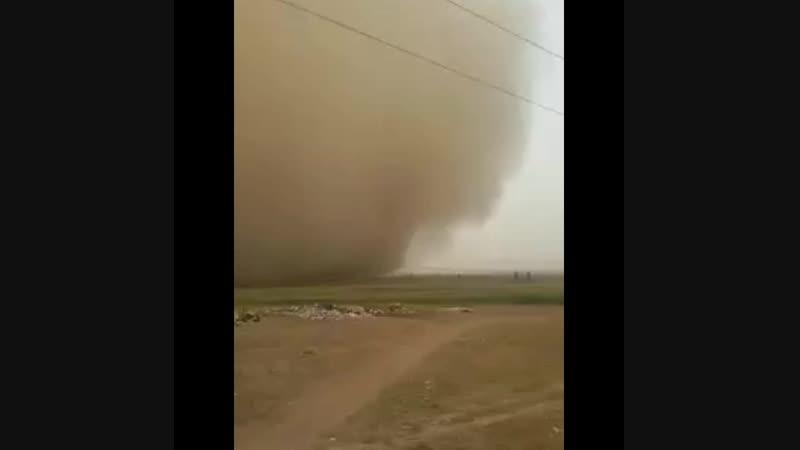 Пыльная буря в Турецкой провинции Шанлыурфа на границе с Сирией, 14 октября 2018