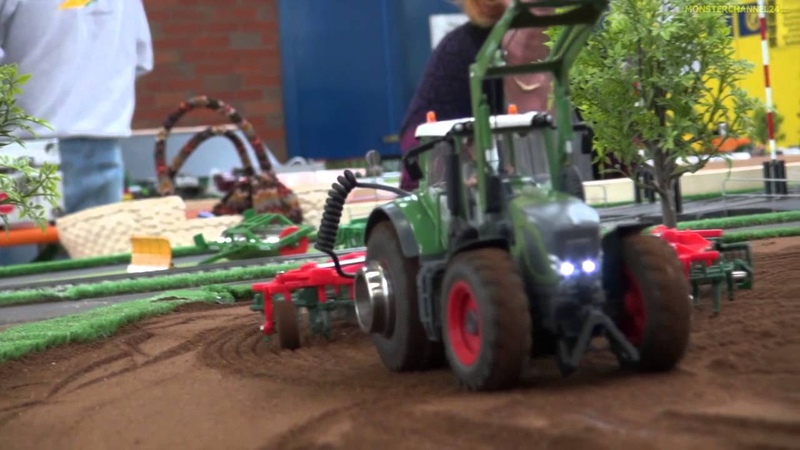 RC tractor world! Amazing mobile diorama by Hof Mohr!