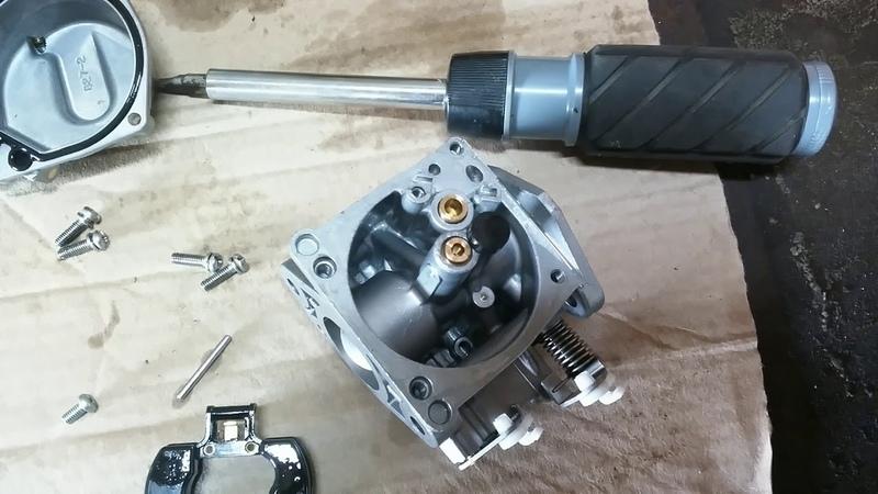 Переливает лодочный мотор Tohatsu 9,8.