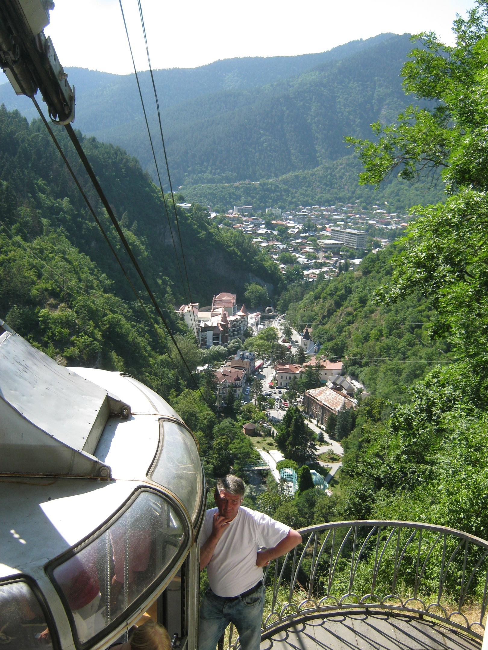 Вид с верхней канатной станции на Боржоми