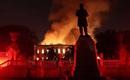 Фото вчерашнего пожара в Национальном музее Бразилии, Рио-де-Жанейро.