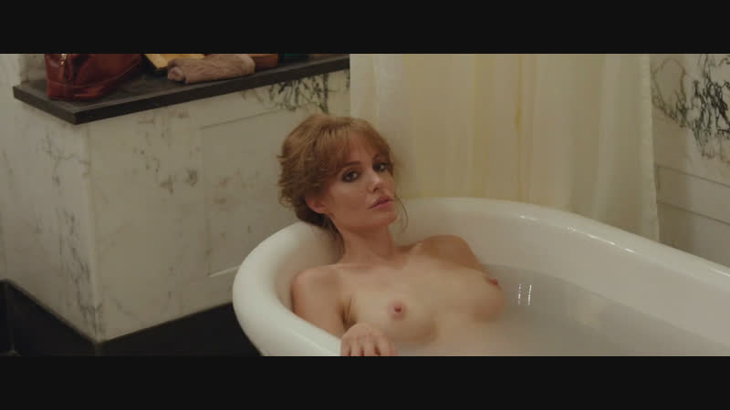 angelina-jolie-bathtub-xxgif-massive-dick