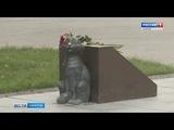 Сотни саратовцев возложили цветы к монументу Олегу Савину, которого сыграл Табаков