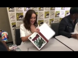 Alycia Debnam-Carey receiving the fanbook with all the letters you sent to @FearArgentina
