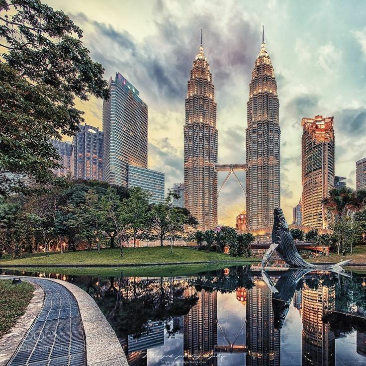 Башни-близнецы в Куала-Лумпуре являются...