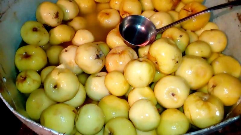 Мочёные яблоки антоновка из погреба в деревне
