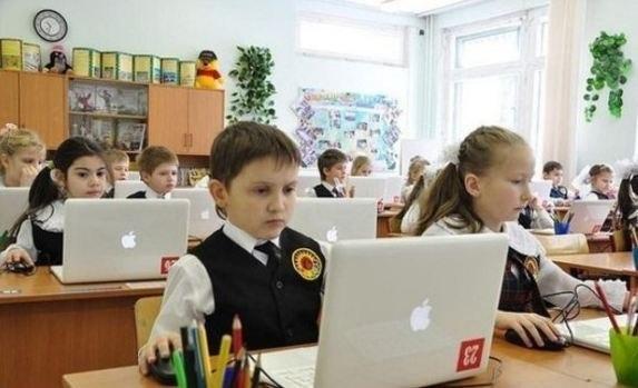 Школы Севастополя за 2 года в России получили больше техники и мебели, чем за 25 лет при украине
