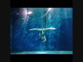 Pole dance под водой