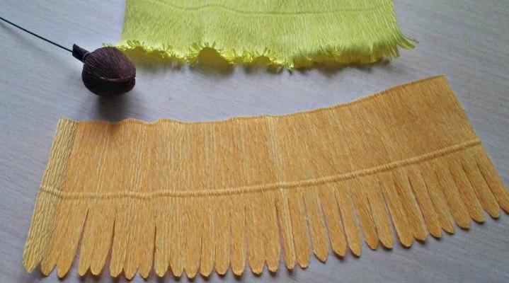 ромашки из гофрированной бумаги с конфетами