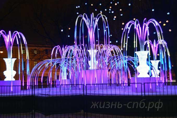 Световой фонтан в саду Зимнего дворца.
