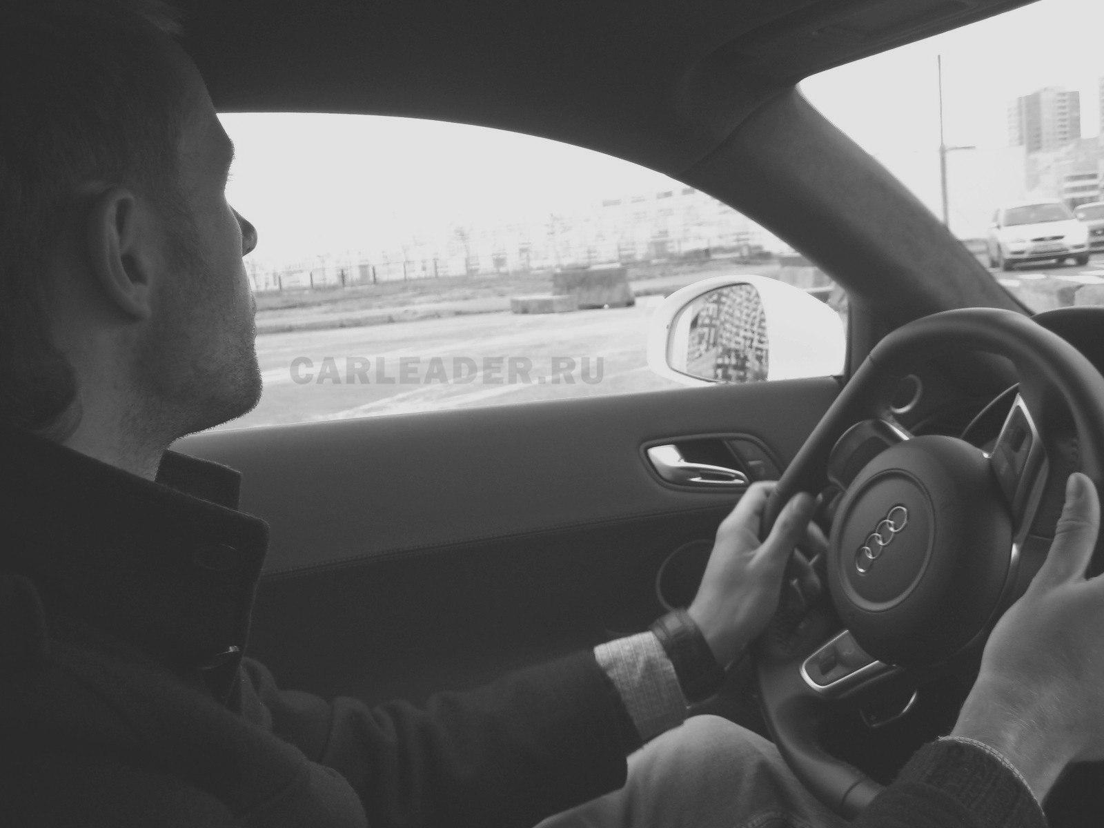 Тест-драйв Audi R8 V10
