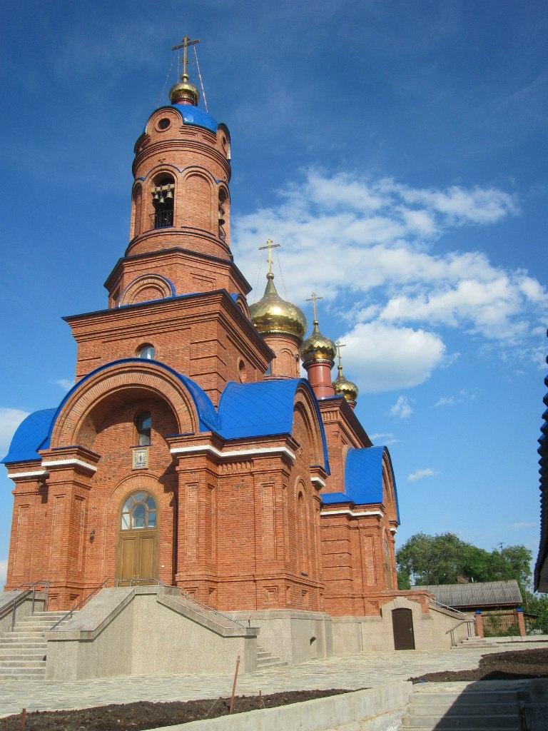 Вид на храм со стороны Володиной скамеечки (03.07.2014)