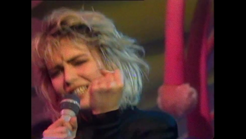 Kim Wilde - You Keep Me Hangin On (Live) 1986