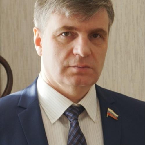 В Дзержинске депутат «Единой России» набросился на женщину с лопатой после ДТП