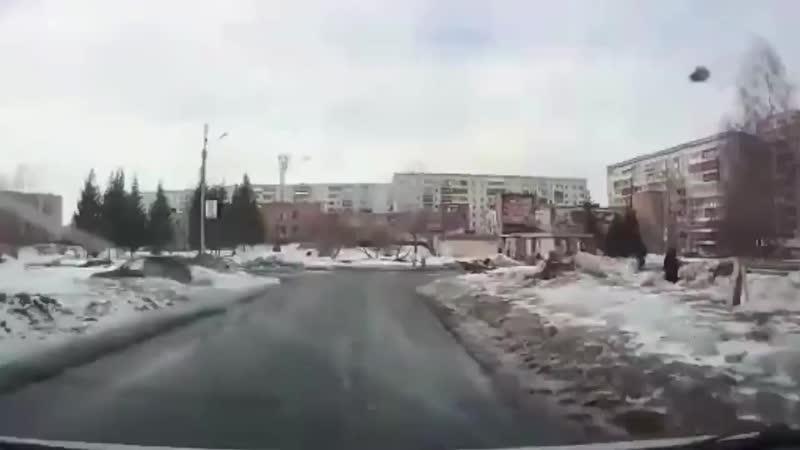 На дороге в Томске чуть не утонул школьник