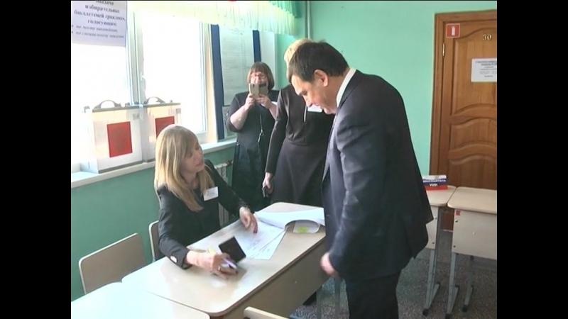 Голосуют мэр и зам.губернатора. Новокузнецк - 18.03.2018 » Freewka.com - Смотреть онлайн в хорощем качестве