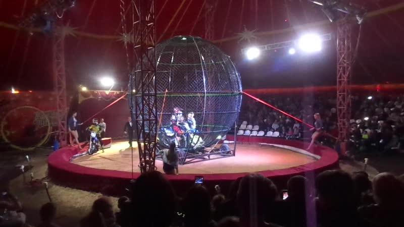 мотоциклисты в цирке галеон