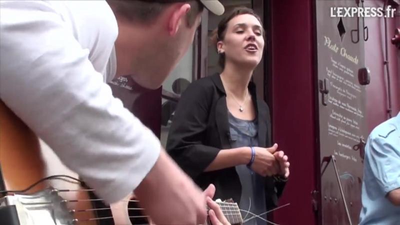 Zaz à Montmartre - Les passants