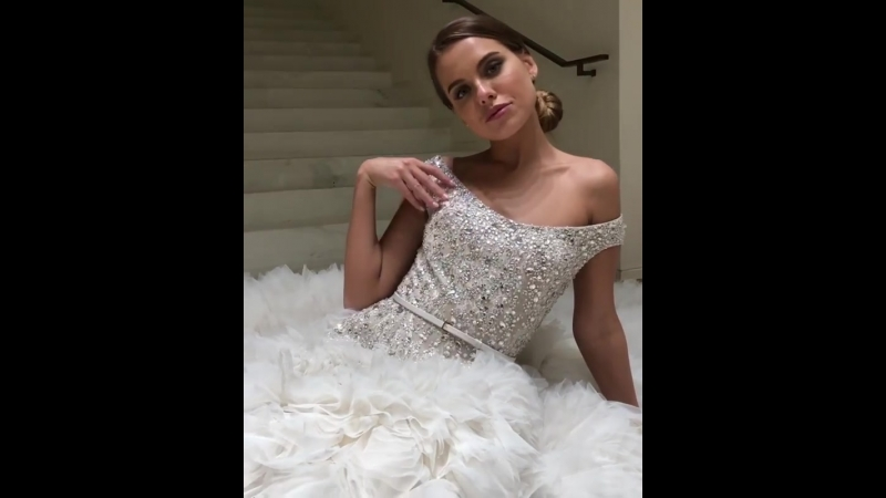 Так всем спокойно замуж выйду но не сейчас платья примеряла под новый аромат от @eliesaabworld ChicInWhite ElieSaabLeParf смотреть онлайн без регистрации