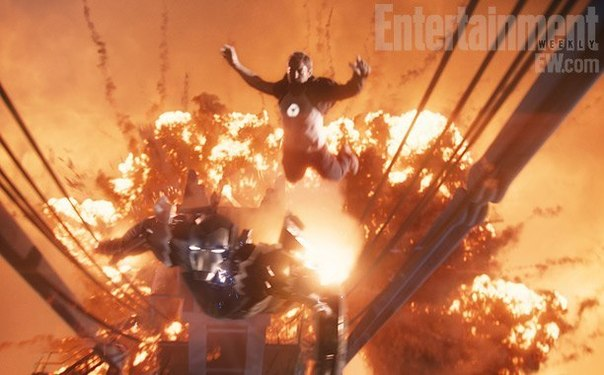 Тони Старк летит в костюм