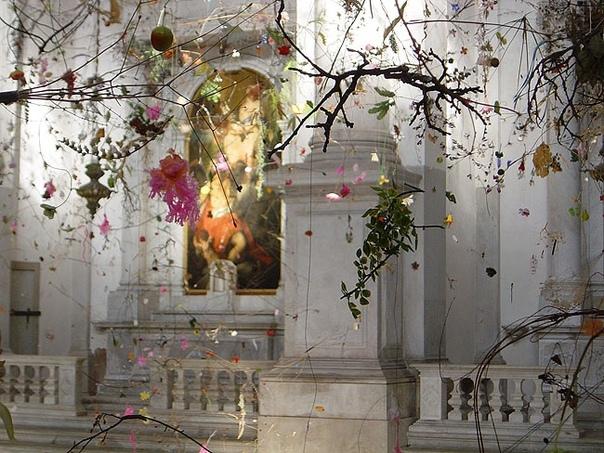 «Падающий сад»