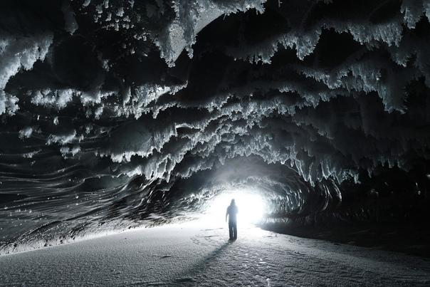 Массивные ледяные образования в фотографиях Paxson Woelber. Креативщик Паксон Вулбер сделал потрясающие фотографии, на которых освещены массивные ледяные образования, на которые он недавно