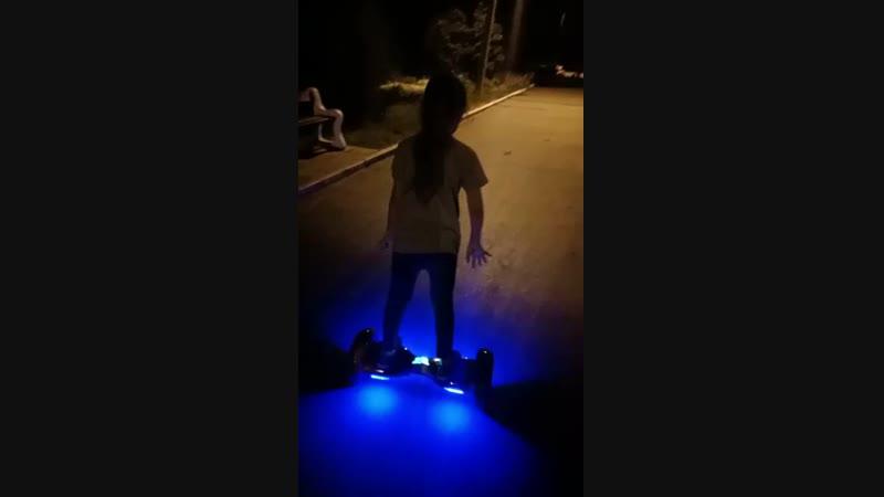 Софья первый вечер на гироскутере
