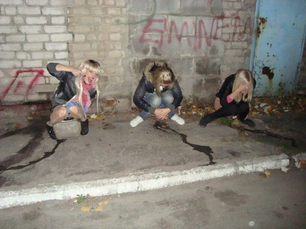 Девочки писают на себя фото 319-378