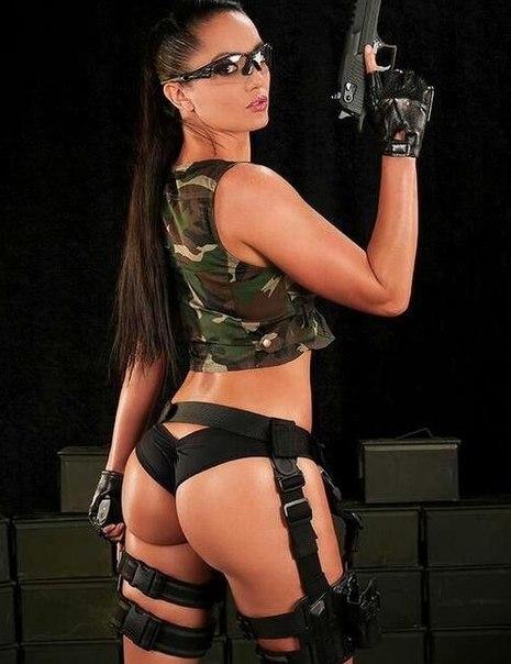 Секси фото девушек с оружием
