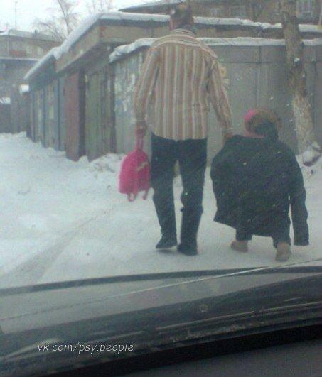 На улице жесткий минус. Вот он настоящий отец!