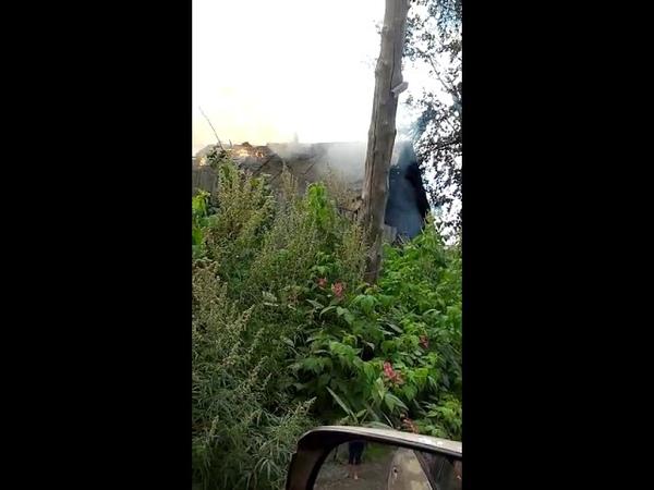 Частный дом горит в Южно-Сахалинске