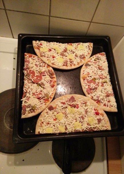 """""""Приготовил две пиццы на одном подносе... Я гений!"""""""