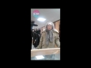 Бабуля выбирает пистолет в магазине «Охотник» Белгород