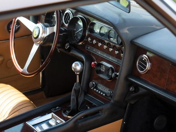 Спорт-универсал/шутинг-брейк Ferrari 330 GT Shooting Brae (Vignale) 4-местный спортивный автомобиль с кузовом шутинг-брэйк был создан в 1968-м году итальянской студией Vignale. Работы велись по