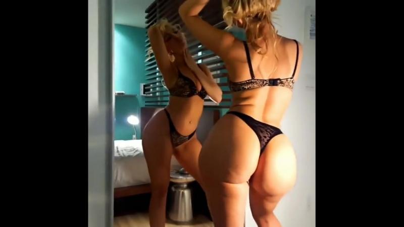 Пышная и соная большая жопа горячей блондинки перед зеркалом, большие попы big ass boote секс не порно