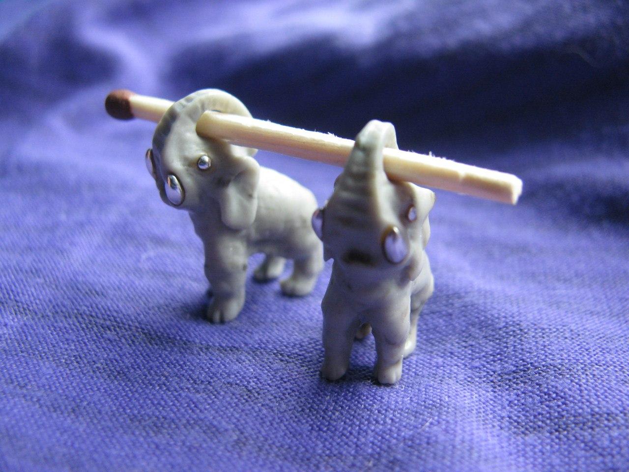 Сережки-слоники, изготовленные в мастерской Юрия Шумова