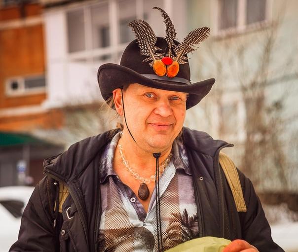 Приметный сибирский человек. Дмитрий. Много лет зимой и летом ходит в такой шляп...