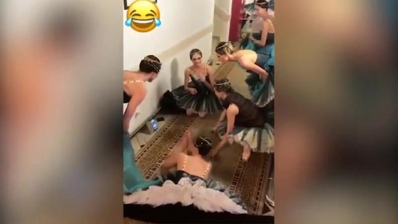 Балерины смотрят РОССИЯ ИСПАНИЯ ФИЕРИЯ