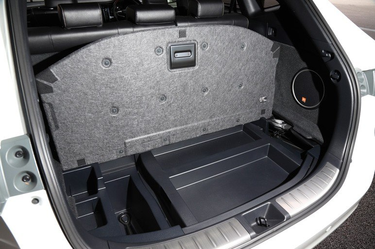 Ниша багажника Toyota Harrier 2014.