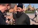Киев 4 мая 2018 Главная сбушная шавка Карась обзывает священника из за предоставления приюта Рафаэля Лусварги в храме