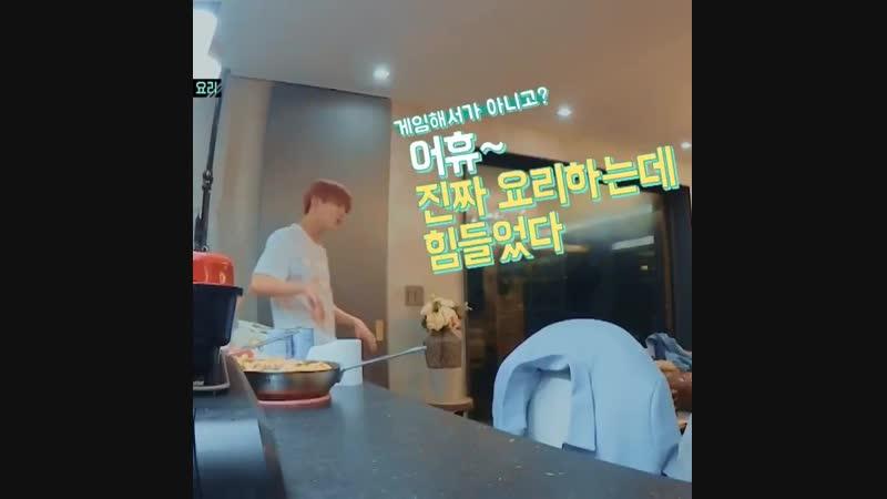 """""""Ah~ cooking is so tiring"""" Готовка это так утомительно Taemin"""